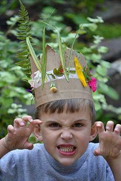Als er nog bloemen groeien en de blaadjes net gaan vallen, is het tijd om deze herfst kroon te maken.