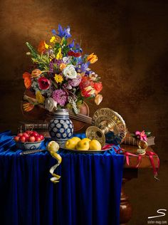 Still Life with #flowers, #lemons and #violin to be found in sisterMAG N°6…