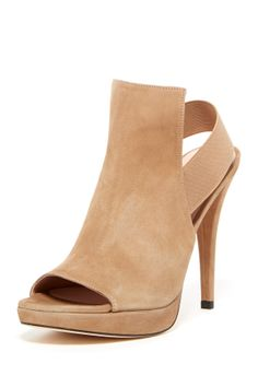 Fronton Open Toe Slingback - Wide Width Available by Stuart Weitzman on Shoes Flats Sandals, Nude Shoes, Shoe Boots, Heels, Pretty Shoes, Beautiful Shoes, Casual Chic Style, Crazy Shoes, Shoe Sale