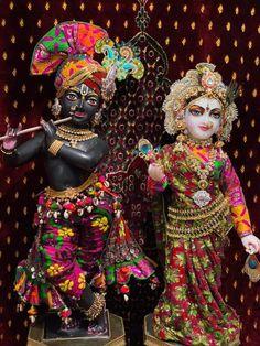 Krishna Statue, Cute Krishna, Radha Krishna Pictures, Radha Krishna Photo, Radha Krishna Love, Krishna Photos, Krishna Images, Radhe Krishna, Ballet Dance Videos