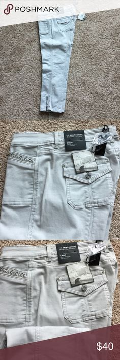 """White House Black Market crop pants. Light gray WHBM crop pants with detailed pockets and zip bottoms. 94% cotton, 4% polyester, 2% spandex.  Inseam 24"""". White House Black Market Jeans Ankle & Cropped"""