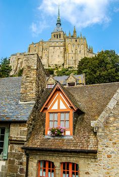 Le Mont Saint-Michel, Lower Normandy France by nannie Mont Saint Michel France, Le Mont St Michel, Saint Michael France, Beautiful Buildings, Beautiful Places, Places To Travel, Places To Go, Normandy France, Provence France