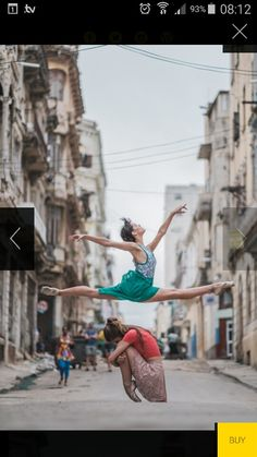 http://www.omarrobles.com/Dance/En-Cuba-se-vive-bailandoPrints/i-SsmBwn5/A