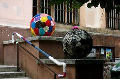 Public school entrance in Rome by cimba, via Flickr  aiiiii! com les nostres! aaaaaaiiiixxxx