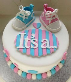 Baby Shower Cake with Blue and Pink - Gender reveal cake by elba Torta Baby Shower, Unisex Baby Shower Cakes, Deco Baby Shower, Shower Bebe, Shower Party, Baby Shower Parties, Baby Shower Twins, Baby Shower Cakes Neutral, Shower Games