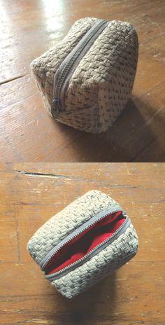 Did it myself.  Mini pochette de voyage. Récupération de coupure de tissus pour Jet Privé.  Mini Clutch. Private Jet Fabric.
