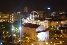 """Teatro Santa Isabel"". ""Palácio da Justiça"" (por trás, iluminado). #Recife. Estado de Pernambuco, Brasil."