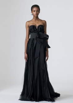 Enjoy these elegant designer black wedding dresses we selected for your ideas and inspirations! Look at the first black bridal dress above. It is Vera Wang designer black wedding dress. Black Evening Dresses, Colored Wedding Dresses, Wedding Dress Styles, Spring Dresses, Designer Wedding Dresses, Evening Gowns, Wedding Gowns, Black Gowns, Bridal Gown
