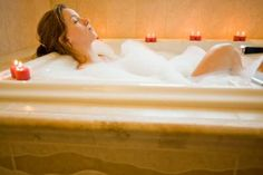 Bathing Recipes: 14 Luxurious Homemade Bubble Bath Recipes to Turn Your Home Into a Spa. Bubble Bath Homemade, Homemade Bubbles, Homemade Soaps, Homemade Products, Homemade Vanilla, How To Make Bubbles, Holiday Stress, Bath Recipes, Before Wedding