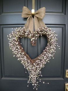 22 Versatile Shabby Chic Christmas Wreaths That Can Be Used All Year Round