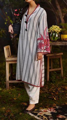 Tunic Designs, Kurti Neck Designs, Kurta Designs Women, Pakistani Party Wear Dresses, Pakistani Dress Design, Stylish Dresses For Girls, Stylish Dress Designs, Pakistani Fashion Casual, Embroidery Suits Design