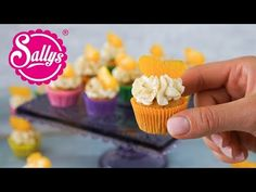 These fruity cupcakes consist of a sponge cake, which is prepared with Fanta . Mini Cupcakes, Fruity Cupcakes, Coconut Cupcakes, Cake Recipes For Kids, Egg Recipes For Breakfast, Easy Bread Recipes, Nutella Recipes, Chocolate Recipes, Sweet & Easy