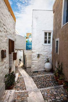 σοκάκι,Άνω Σύρο, Σύρος - alley in Ano Syros, Syros, Greece