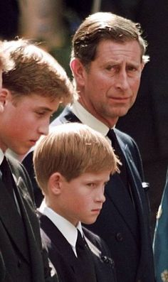 Funeral of Diana, Princess of Wales, with Prince Harry & Prince Charles (Westminster, London) Princess Diana Funeral, Princess Diana Family, Prince And Princess, Princess Kate, Princess Of Wales, Prince Harry, Prince William And Harry, Prince Charles, Royal Families