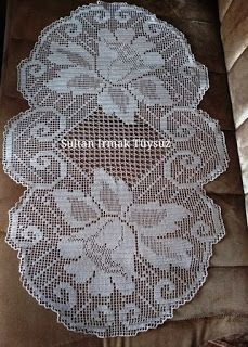 This Pin was discovered by Neb Unique Crochet, Crochet Art, Crochet Motif, Crochet Designs, Crochet Doilies, Crochet Patterns Filet, Crochet Tablecloth Pattern, Crochet Table Topper, Crochet Table Runner
