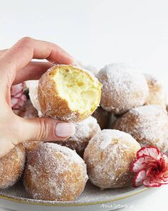 Mini donuts made of homogenized cheese - Bakery Recipes, Cookie Recipes, Dessert Recipes, Slow Food, Dessert For Dinner, Sweet Cakes, How Sweet Eats, Food Cakes, Food Design