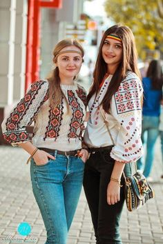 from Chishinau, Moldova Gypsy Style, Boho Gypsy, My Style, Folk Fashion, Ethnic Fashion, Thinking Day, Folk Costume, Dress To Impress, Beautiful Outfits