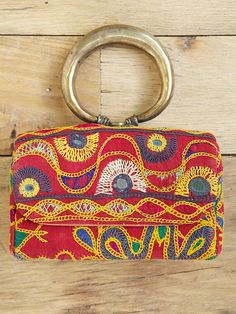 Vintage Embroidered Purse, loving the handle