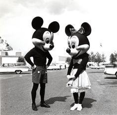 Mickey / Minnie. At Disneyland. Having a chat. Fifties style.