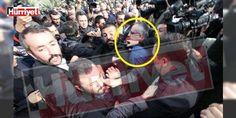 #Gökçek taraftarları Akit Tv Ankara Haber Müdürü'ne saldırdı: Melih #Gökçek, Ankara Büyükşehir Belediye Başkanlığı'ndan istifa ettiği sıralarında Büyükşehir Belediyesi Konferans Salonu'nun önünde Akit Tv Ankara Haber Müdürü Mehmet Özmen'e saldırı düzenlendi. Saldırı anı Hürriyet muhabirlerinin objektifine yansıdı.