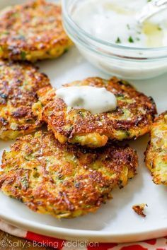 Golden brown, crispy, and light zucchini fritters. Hold onto this recipe! Golden brown, crispy, and light zucchini fritters. Hold onto this recipe! Ww Recipes, Vegetarian Recipes, Cooking Recipes, Healthy Recipes, Bread Recipes, Keto Veggie Recipes, Vegetarian Tapas, Coffe Recipes, Tapas Recipes