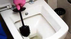 Kalk und Urinstein im WC lösen | Frag Mutti