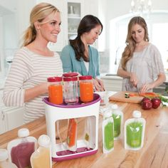 Make and store your own convenient food pouches with the Infantino Squeeze Station. It's quick and easy. Just pour in the purée and press down to fill. Perfect for homemade baby food and smoothies as
