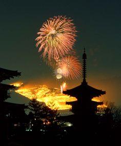 奈良市 若草山山焼き 薬師寺 東塔 西塔 Japan Summer, Fireworks Festival, Japan Landscape, Fire Works, Hanabi, Japan Photo, Japanese Beauty, Nara, Mellow Yellow