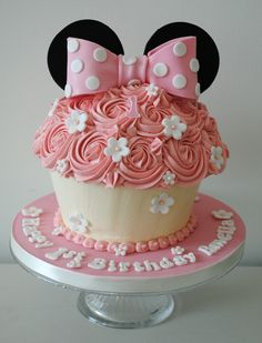 As well as making fantastic birthday cakes, giant cupcakes are perfect for any occasion from christenings and baby showers, to Mother's Day or any other celebration. Description from misscupcakes.co.uk. I searched for this on bing.com/images