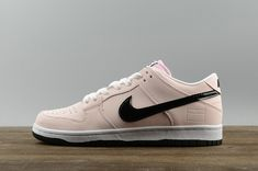 cheap for discount 252c2 91b45 Spring Summer 2018 Newest Nike SB Dunk Low Pink Box Sneakers prism pink  black-white