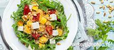 Zet in een handomdraai deze gezonde en lekkere maaltijd op tafel met quinoa, mango en feta