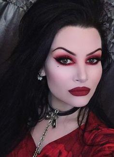 Spooktacular Vampire Makeup Ideas You Need To See For Halloween - Make Up - Fashionable Halloween Vampire, Halloween Makeup Looks, Up Halloween, Costume Halloween, Vampire Makeup Looks, Vampire Costumes, Halloween Season, Gothic Makeup, Dark Makeup