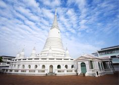 2013 Award of Excellence: Phra Borommathat Maha Chedi and Pharin Pariyattithammasala of Wat Prayurawongsawas, Bangkok, Thailand