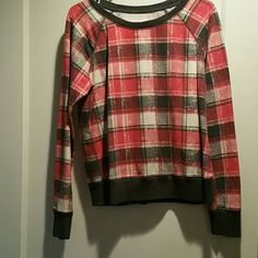 PLAID SWEAT SHIRT Barely worn red and gry plaid sweat shirt Mossimo Supply Co Sweaters Crew & Scoop Necks