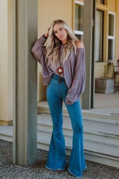 Gorgeous 49 Best Flared Jeans Outfits Ideas For Fall That You Must Try Country Style Outfits, Southern Outfits, Cute Country Clothes, Southern Fashion, Country Fashion, Style Cowgirl, Jean Outfits, Cute Outfits, Cute Hippie Outfits