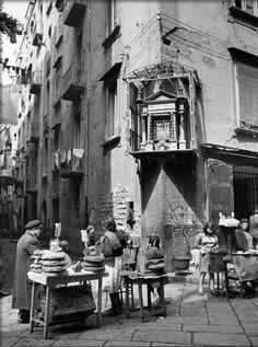 Alfred Eisenstaedt - Market in Slums of Naples