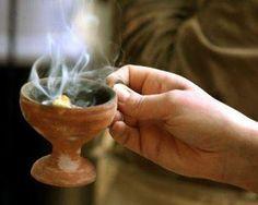 Κατευθυνθήτω η προσευχή μου ως θυμίαμα ενώπιόν σου· έπαρσις των χειρών μου θυσία εσπερινή, εισάκουσόν με, Κύριε. Θυμίαμά σοι προσφέρομεν,...