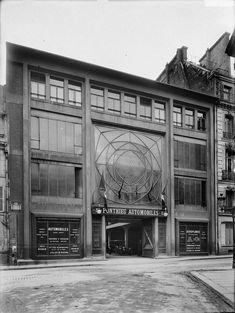 Garage de la rue de Ponthieu à Paris 8 – Détruit | Institut Auguste Perret Arsenal, Parking, Famous Architects, Gas Station, Garages, Auguste, Facade, Antique Cars, Restoration