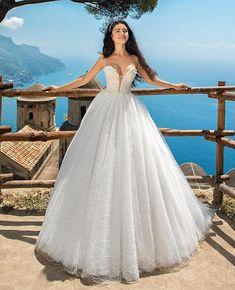 "822c51154850 Queen Bridal Store on Instagram  ""Πριγκιπικό και sexy νυφικό φόρεμα με  μπούστο σε σχήμα καρδιάς ❤ 💙 Δοκιμάστε το στην  queenbridalstore ."