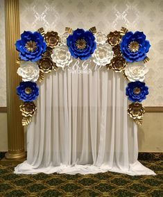 PAPER FLOWERS BACKDROP in colors Royal blue, white and gold ✨✨✨💙 Ami-Lynn Bisson.artdesign ✨✨✨ royal blue hoco dress / royal blue party dress / blue gown royal / white and royal blue wedding / blue dress royal Blue Party Decorations, Quinceanera Decorations, Baby Shower Decorations, Quinceanera Party, Royal Blue Wedding Decorations, Gold Backdrop, Paper Flower Backdrop, Giant Paper Flowers, Quinceanera Planning