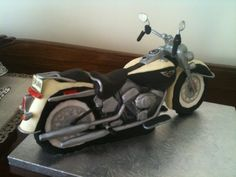 Harley Davidson Softail de luxe By farinette on CakeCentral.com