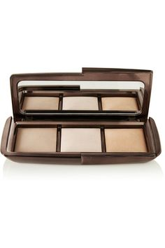 Hourglass - Ambient Lighting Palette - Neutral, Hourglass' velvet-smooth, soft-focus finishing powders re-create the effects of flattering light on any skin tone by concealing imperfections and minimizing the appearance of pores and fine lines. Hourglass Ambient Lighting Palette, Beauty Makeup, Face Makeup, Hourglass Makeup, Best Highlighter, Perfume, Finishing Powder, Makeup Guide, Soaps