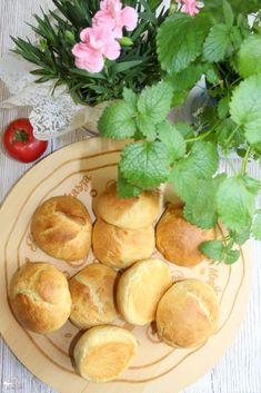 """Mini bułeczki - prosty przepis. Dziś polecam Wam przepis na mini bułeczki. Proste w przygotowaniu i naprawdę pyszne. Moje dzieci jedzą je najczęściej """"od tak"""" bułeczka w rączkę ;) Ja z nich Snack Recipes, Snacks, Pretzel Bites, Food Inspiration, Good Food, Chips, Bread, Food And Drink, Cookies"""