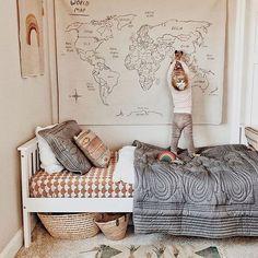 kids bedroom natural World map, neutral playroom, neutral boy bedroom, girl bedroom decor Deco Kids, Kids Decor, Home Decor, Decor Ideas, Decorating Ideas, Wall Ideas, 31 Ideas, Decor Crafts, Baby Room Decor