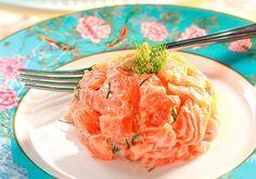 Fácil de fazer, o tartar de salmão é servido gelado.