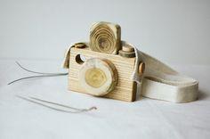 Babyspielzeug aus Holz / Holz Spielzeug Kamera / Spielzeug und Spiel / Öko-Toy / Geschenk für Kinder von MamumaBird auf Etsy https://www.etsy.com/de/listing/239834556/babyspielzeug-aus-holz-holz-spielzeug