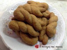 Εύκολα, γρήγορα και αρωματικά μπισκοτάκια της γειτόνισσας της μαμάς στα Γιάννενα. Ελένη σε ευχαριστούμε για τα κουλουράκια και όχι μόνο.