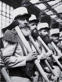 La barbe est de tradition pour les sapeurs #képiblanc © Légion étrangère