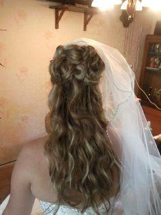 Half opgestoken bruidskapsel met sluier