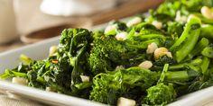Lemon Garlic Broccoli Rabe or Rapini - Robin Shea Best Sauteed Broccoli Recipe, Sauteed Broccoli Rabe, Broccoli Raab, Garlic Broccoli, Broccoli Recipes, Broccoli Dishes, Vegetable Recipes, Broccoli Leaves, High Protein Recipes